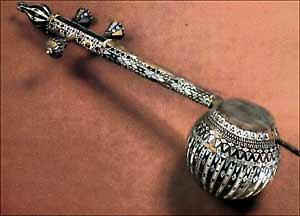 Ювелирное искусство Грузии XIX-XX вв. Чианури (музыкальный инструмент)