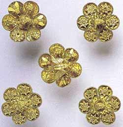 Пять розеток из диадемы. Они были прикреплены к куску кожи или тканной полосе (4 из электрума, пятая из золота). Мелос